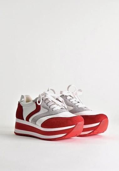 Białe buty sportowe na platformie