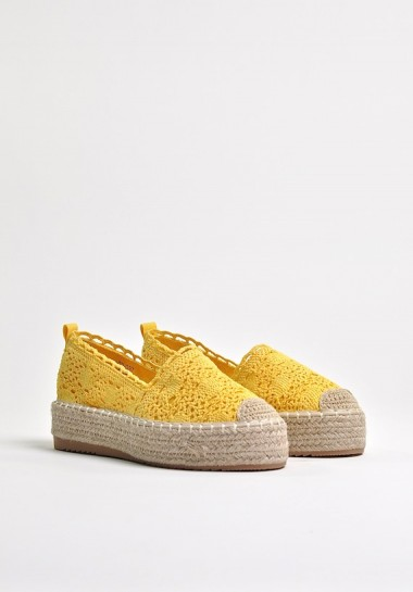 Żółte espadryle koronkowe