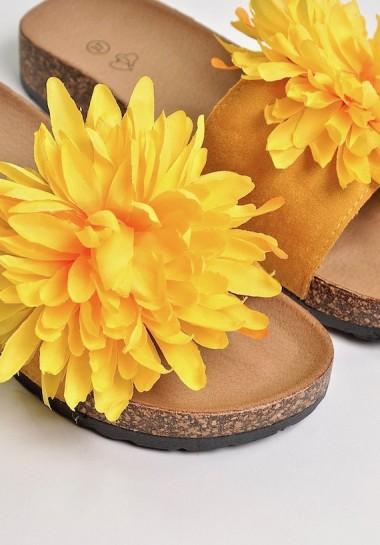 Żółte klapki z kwiatkiem