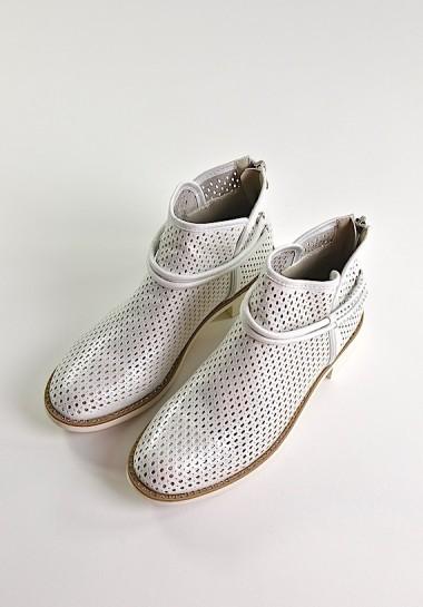 Srebrne buty damskie botki ażurowe