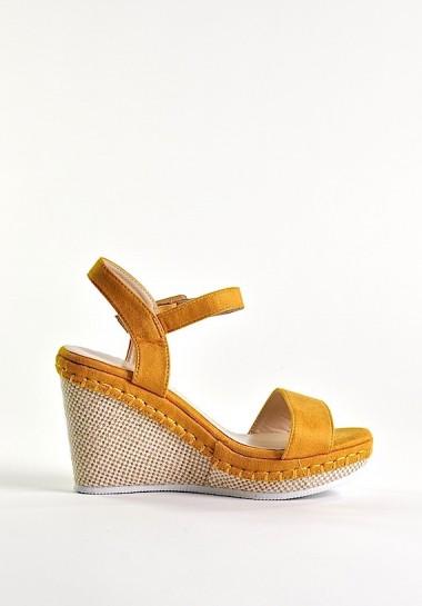 Sandały damskie na koturnie żółte