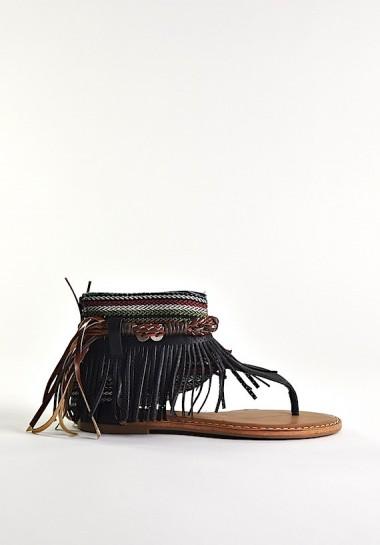 Czarne sandały płaskie boho z frędzlami