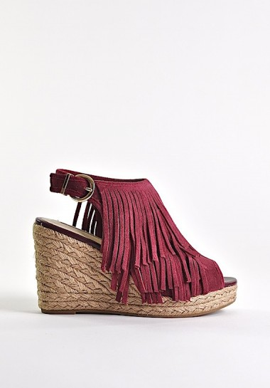 Zamszowe sandały damskie na koturnie