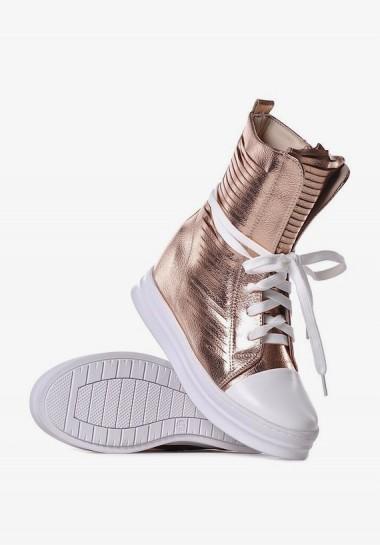Złote buty damskie na koturnie