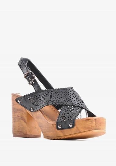 Sandały na drewnianej platformie