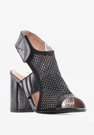 Eleganckie czarne sandały na słupku