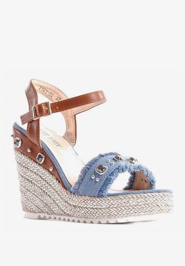 Dżinsowe sandały na koturnie