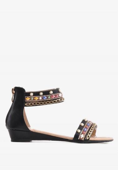 Czarne płaskie sandały z zakrytą piętą