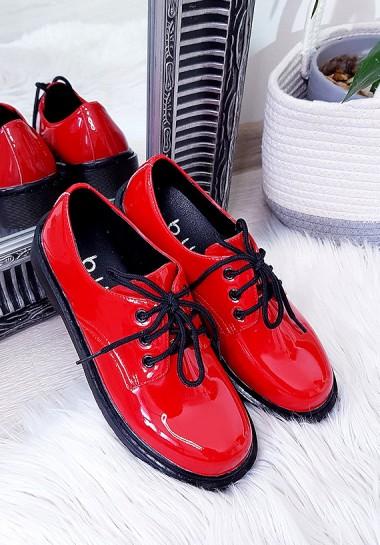 Czerwone półbuty damskie lakierowane