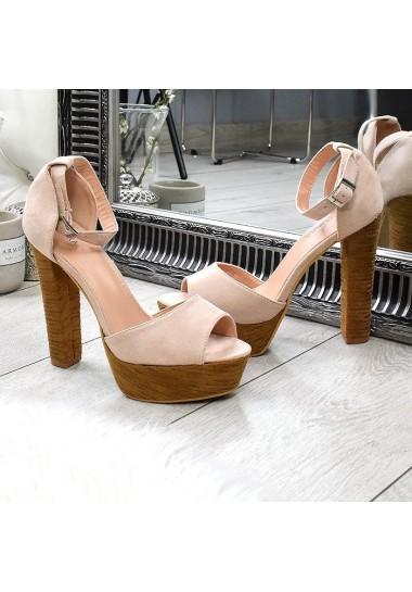 Beżowe zamszowe sandały wysoki słupek