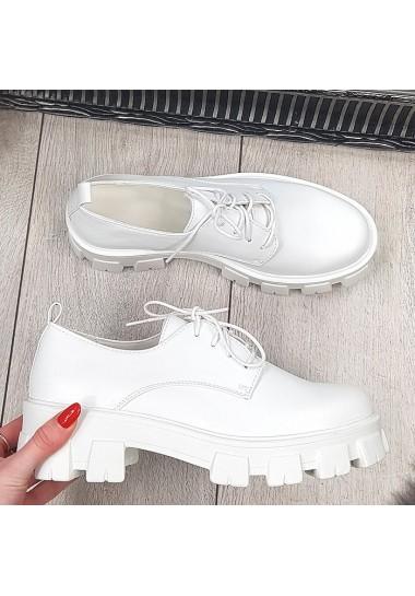 Białe sznurowane botki na traperze lekkie