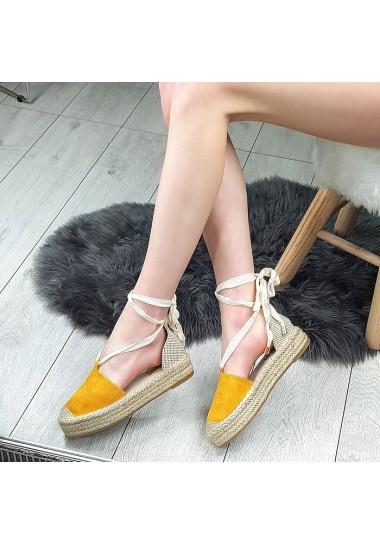 Zamszowe espadryle z modnym wiązaniem na łydce - żółty
