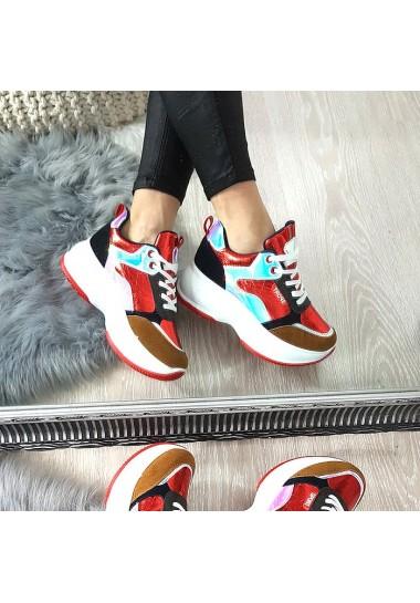 Czerwone adidasy w kolorowe wstawki