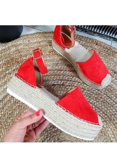 Czerwone zamszowe sandały na platformie