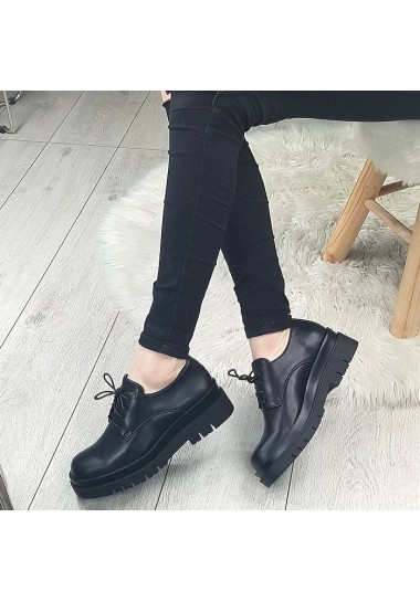 Czarne sznurowane botki na traperze lekkie