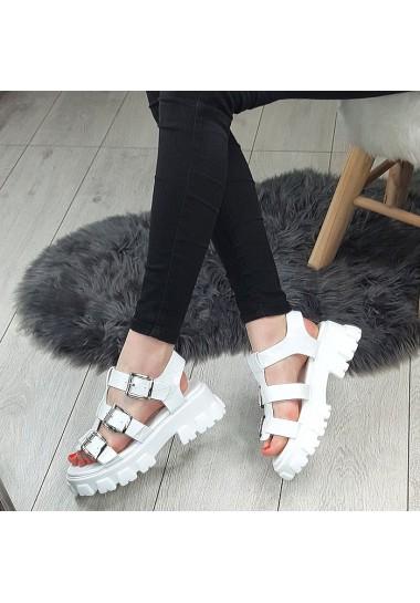 Modne białe sandały w srebrne klamry