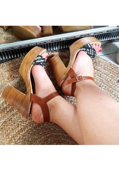 Czarne zgrabne sandały na obcasie