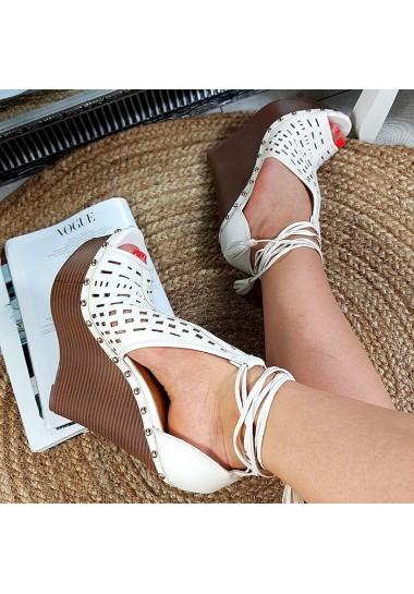 Ażurowe wysokie białe sandały na mega koturnie