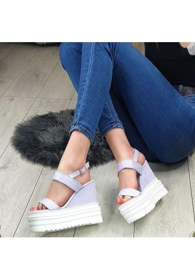 Zamszowe lawendowe sandały na białej koturnie