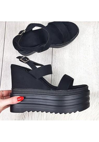 Zamszowe czarne sandały na czarnej koturnie