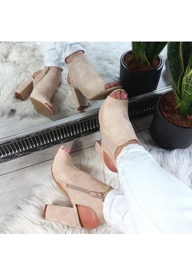 Jasno beżowe sandały na wysokim słupku