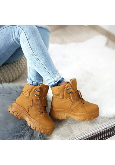 Camelowe botki na platformie za kostkę