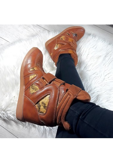 Sneakersy na koturnie brązowe z wężowym dodatkiem