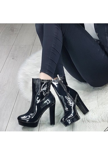 Lakierowane czarne sexy botki na wysokim słupku