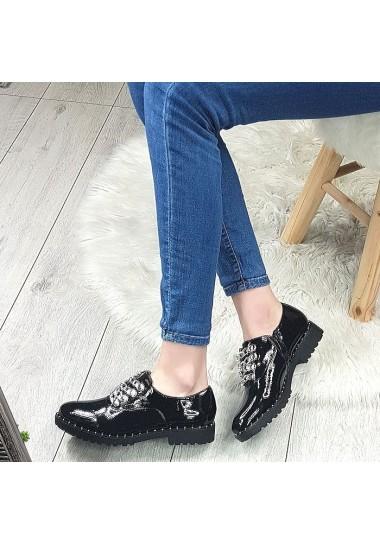 Lakierowane czarne botki na traperze