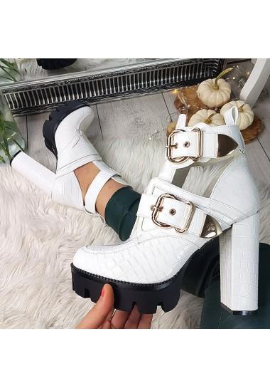 Białe botki lakierowane wycinane na traperze